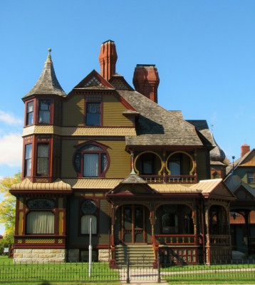The exterior of the Hackley House – smaller but more elaborate than the Hume House