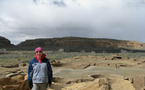 Me with Pueblo Bonito in the background – the guy with the yellow shirt gives a good idea of scale