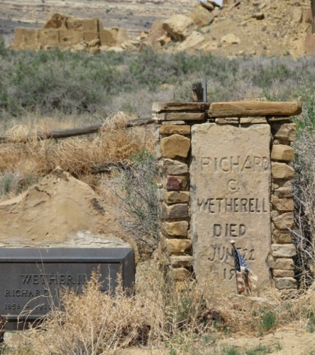 Richard Wetherill's Grave (with Misspelling) – with Puebloan construction in the background