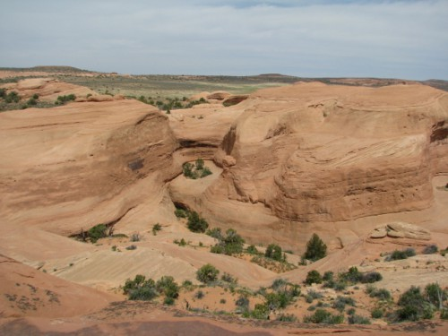 The sandstone formations on the way to Delicate Arch
