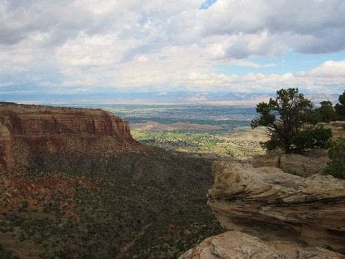The view of the canyon from Rim Rock Drive