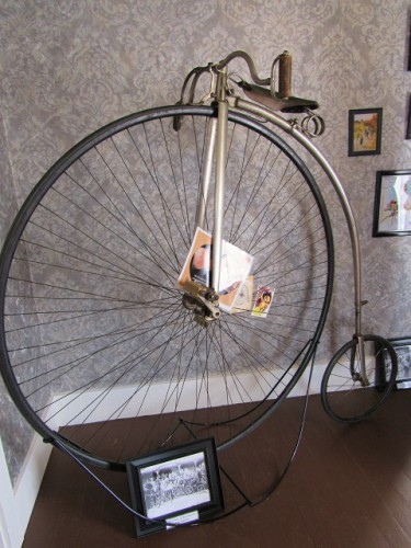 An antique bicycle! Want to go for a ride on that?