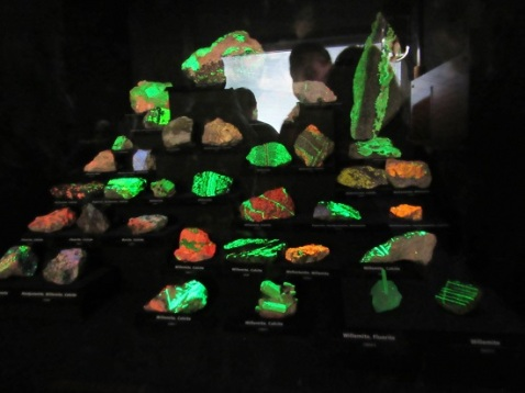 Glow in the dark minerals