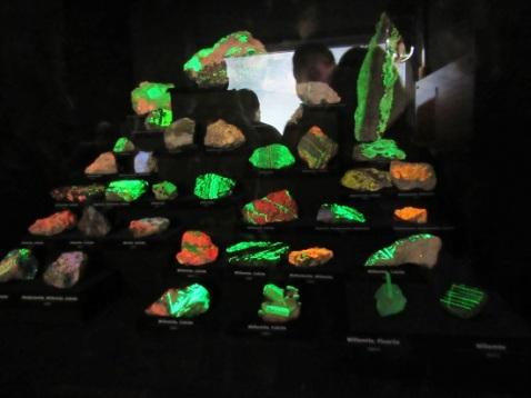 Glow in the dark minerals