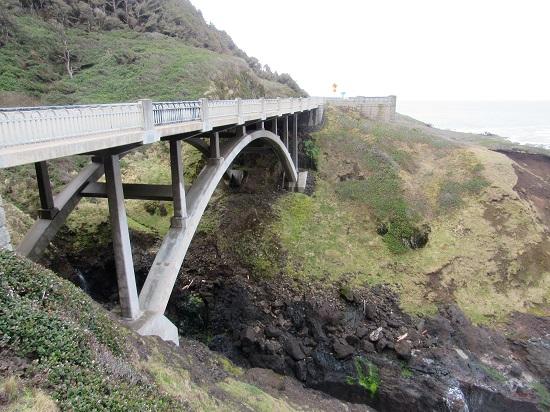 The bridge near Devil's Punchbowl
