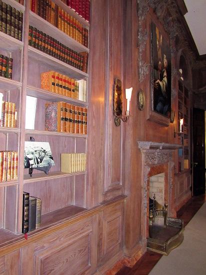 Swan-Bookshelf