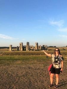 me-holding-stonehenge