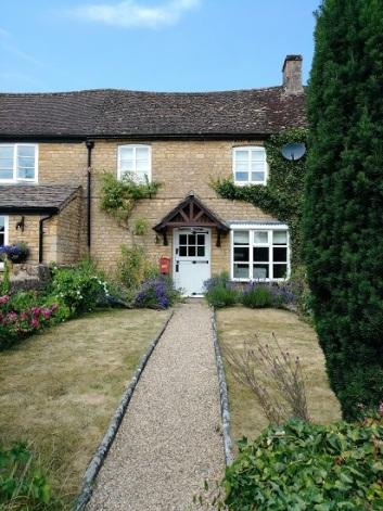 A modern cottage - still cute!