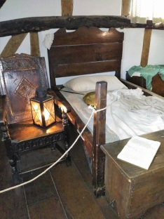 A bed at the Hathaway Cottage