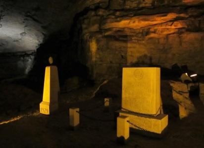 Mammoth-Cave-Memorials