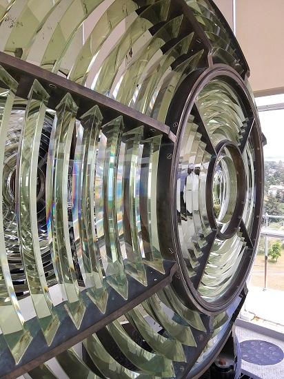 Third-order Fresnel lens